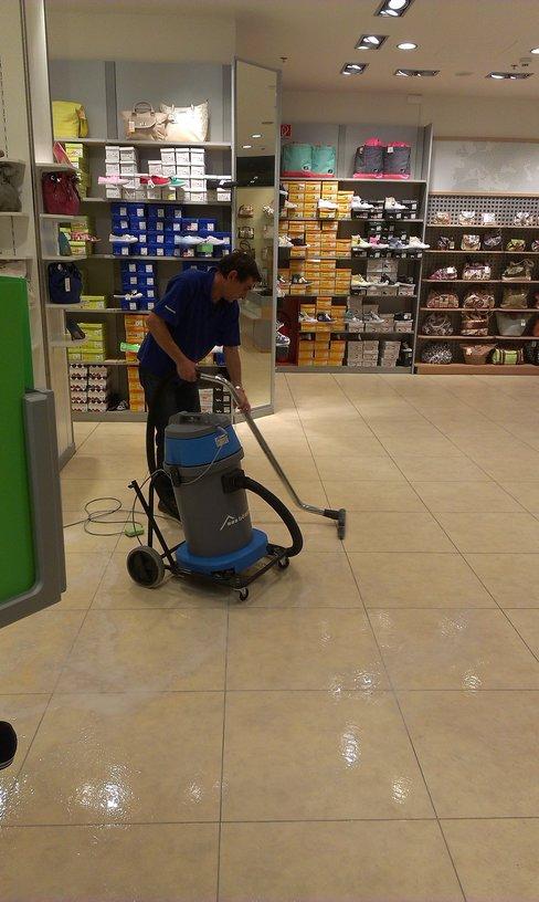 Str. čištění podlah, kvalitní vosky Ostrava