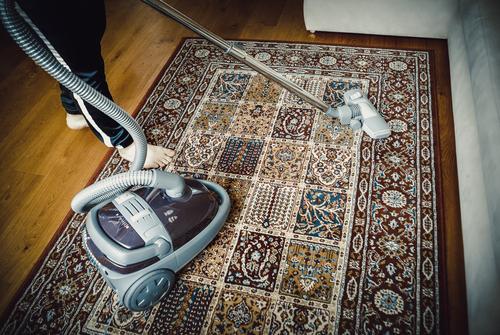 Strojové čištění od naší firmy A SERVIS LIPKA zbavilo koberec nečistot od štěňátka, tepování sedaček Praha